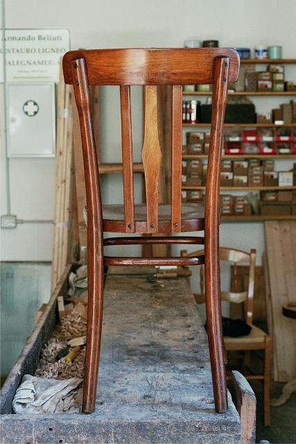 Sedia thonet in legno di faggio curvato a vapore armando for Case modello artigiano